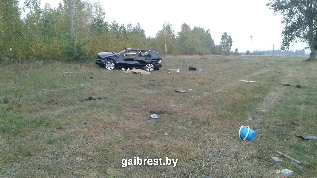 ВСтолинском районе перевернулась БМВ X5 с6 пассажирами, шофёр умер