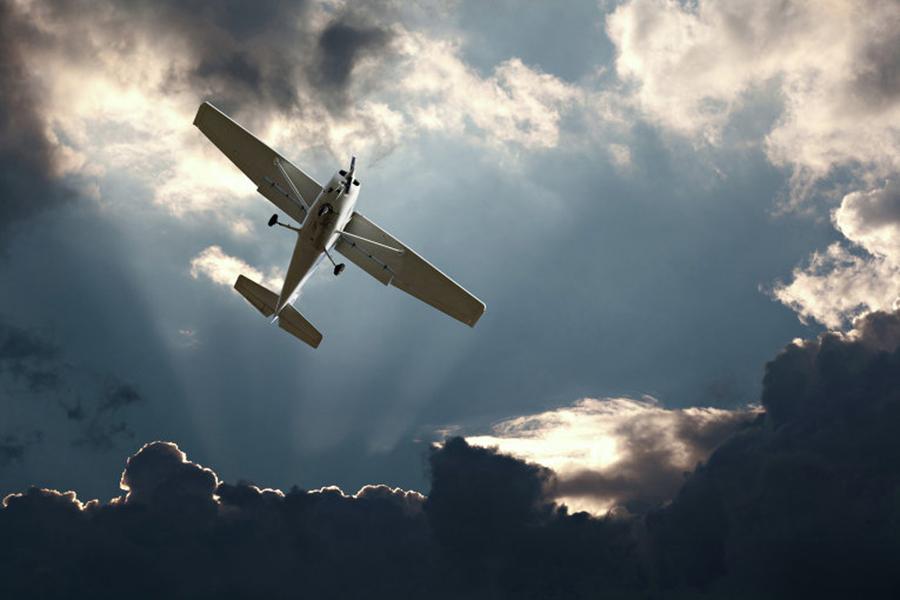 ВТехасе двухмоторный самолёт потерпел крушение вмеждународном аэропорту Ларедо