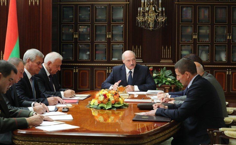 Президент республики Белоруссии отправил вотставку руководство правительства