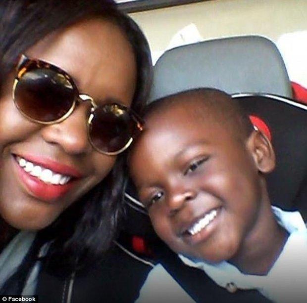Семья ребенка в«расистском» худи переедет изСтокгольма ради безопасности