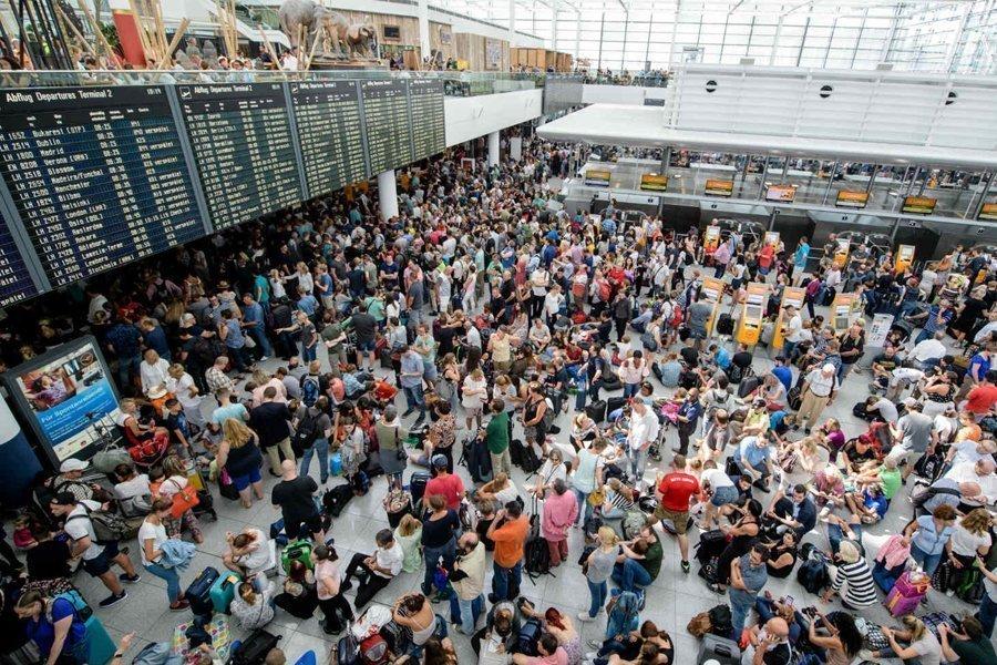 Вмюнхенском аэропорту отменили около 330 рейсов из-за пассажирки