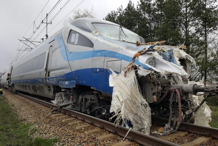 ВПольше пассажирский поезд столкнулся с грузовым автомобилем - 9 человек пострадали