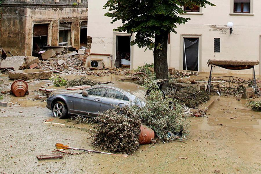 Шесть человек погибли из-за непогоды вцентральной части Италии