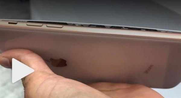 IPhone 8 Plus взорвался вовремя зарядки— 1-ый пошел