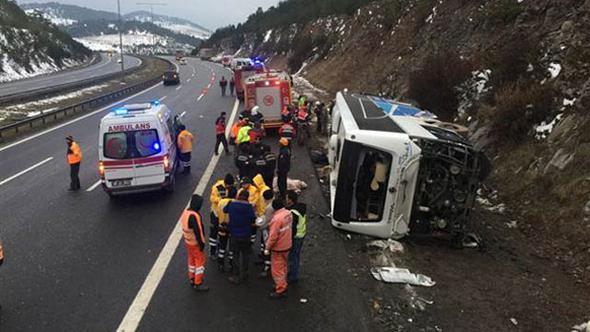 Автобус погубил двоих иранил 20 человек вТурции
