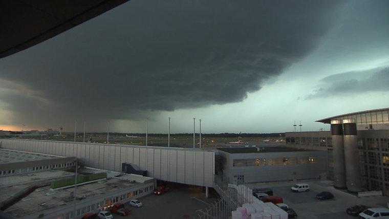 НаГамбург обвалился мощнейший торнадо