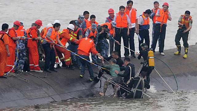 Столкновение нефтяного танкера игрузового корабля уберегов Китая: кадры чудовищного пожара