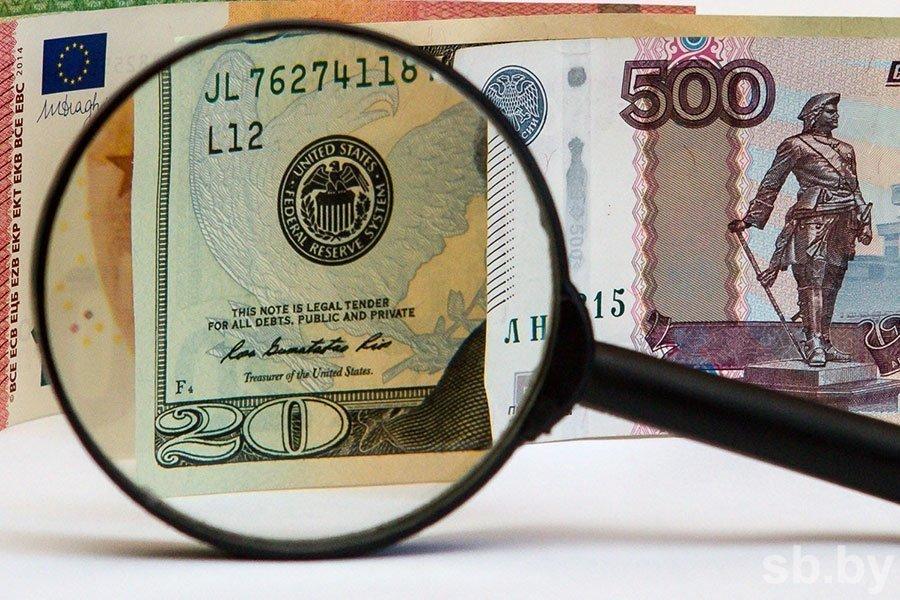 Курс валют: доллар иевро заметно упали