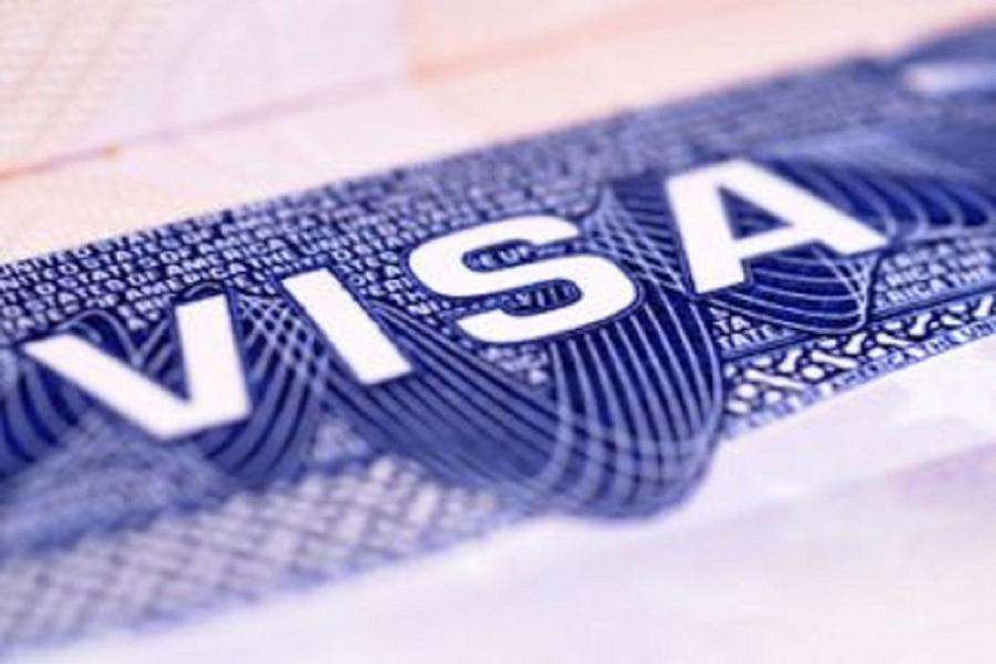 Спектр визовых услуг расширяет американское посольство вМинске