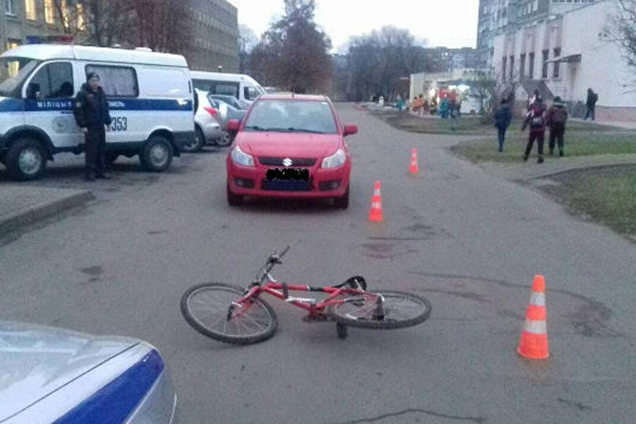 Автомобиль Сузуки сбил 12-летнего велосипедиста вГомеле
