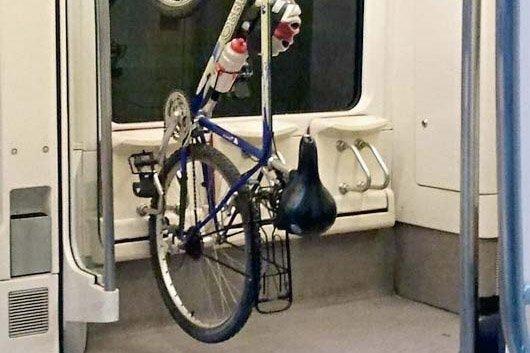 Картинки по запросу В электричках оборудуют места для провоза велосипедов