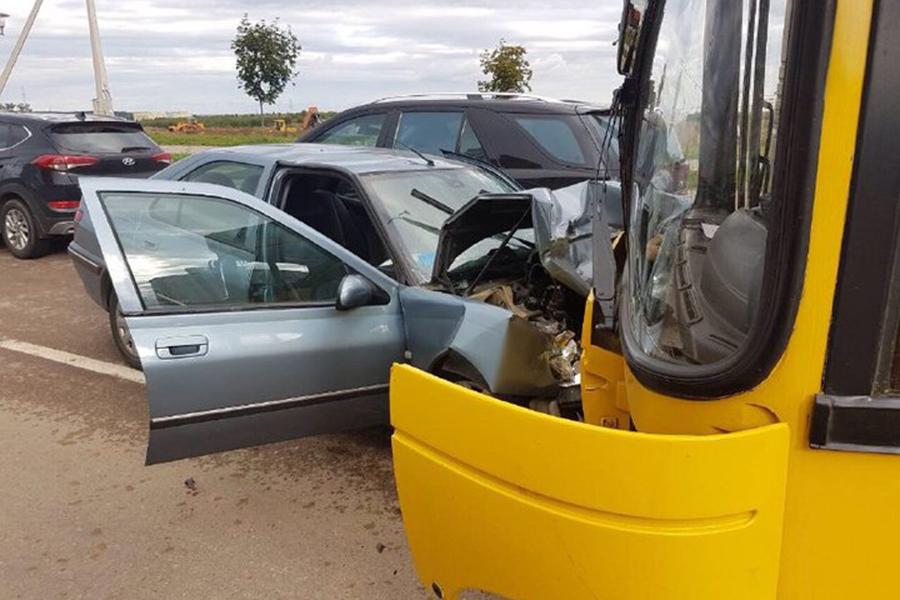 ВМинске уснувший зарулем шофёр врезался вавтобус
