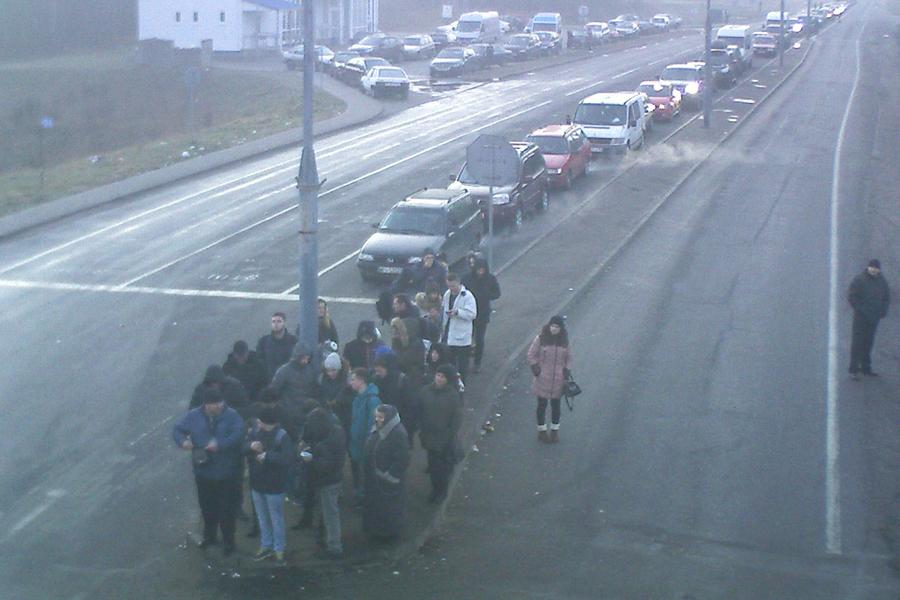 Неменее 350 легковых авто ожидают выезда награнице сПольшей