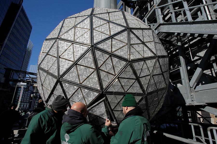 Хрустальный шар, который будет виден изкосмоса установлен вНью-Йорке