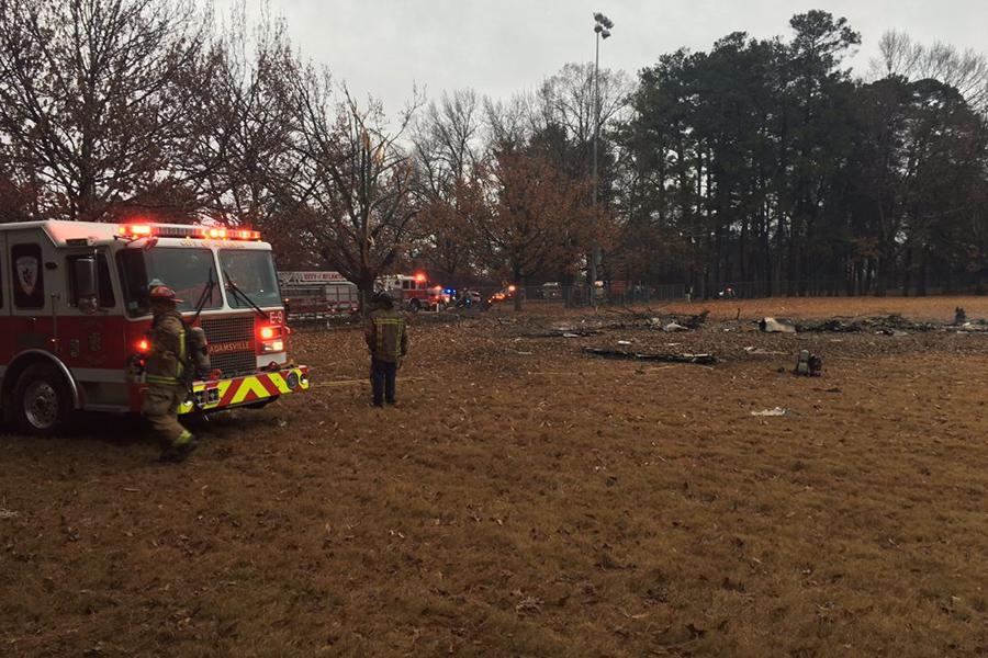 Самолет упал нафутбольное поле, есть жертвы