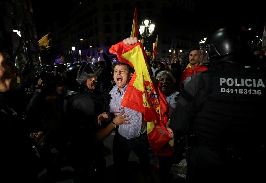 Свыше 17 тыс. человек вышли наулицы Каталонии праздновать независимость