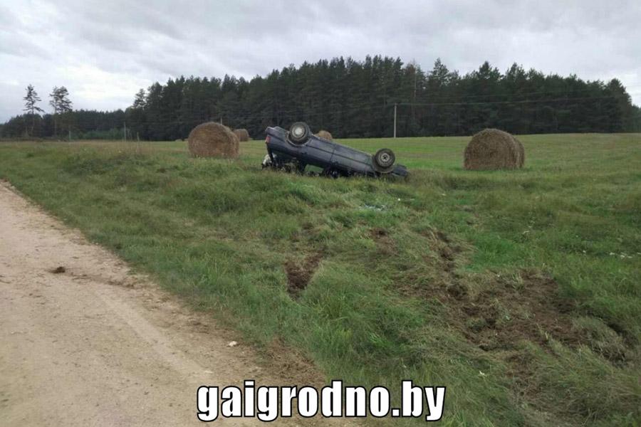 ВСлонимском районе опрокинулась машина стремя детьми