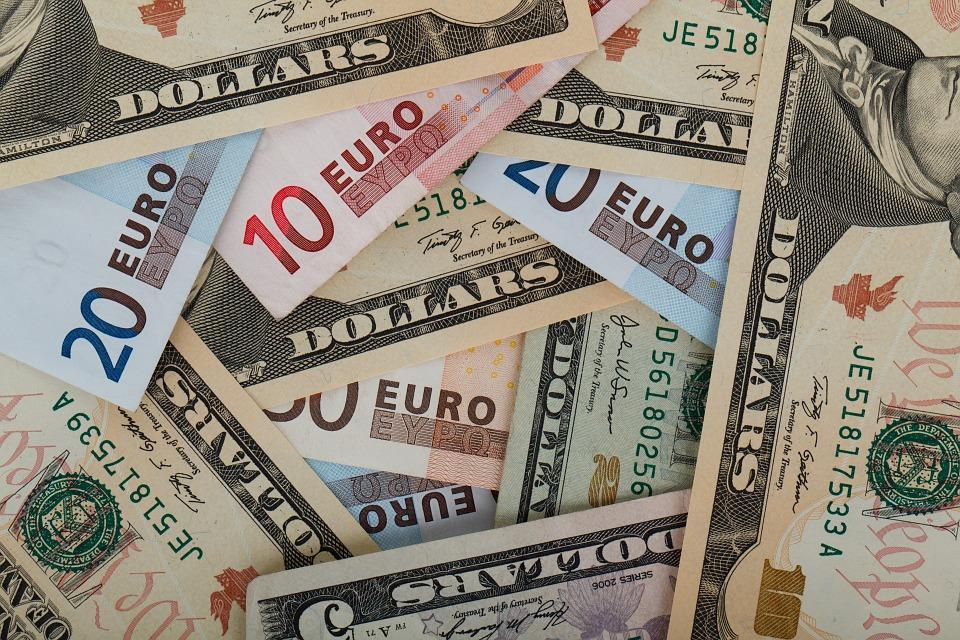 Наторгах 8ноября руб. ослабел кдоллару иевро