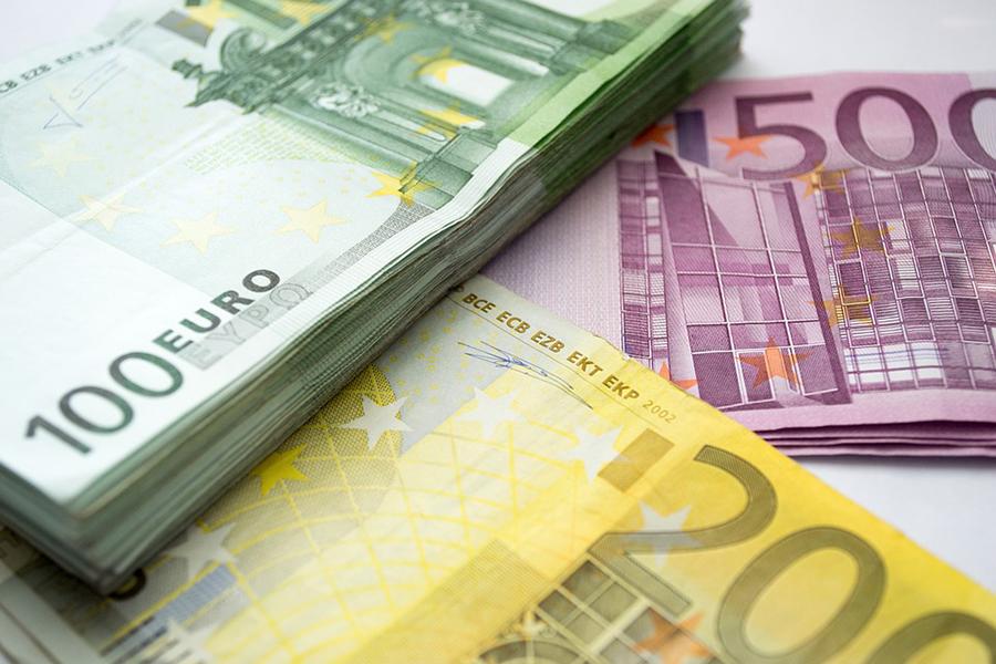 Доллар иевро наторгах подорожали вконце рабочей недели