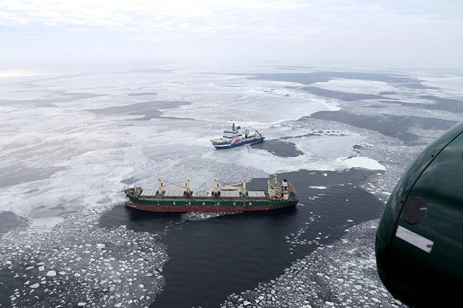 ВФинском заливе терпит бедствие идущее вСанкт-Петербург грузовое судно