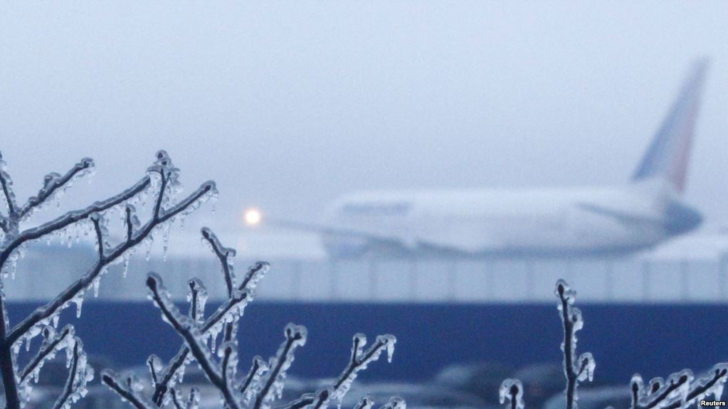 Двадцать рейсов отменили изадержали ваэропортах столицы ввоскресенье