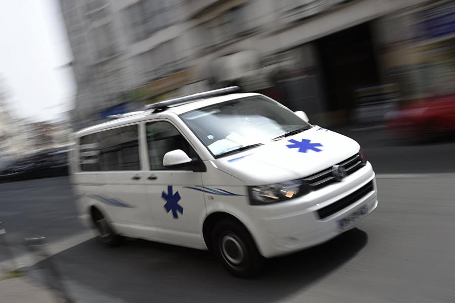 ВоФранции автомобиль врезался вуличную террасу пиццерии, есть погибшие