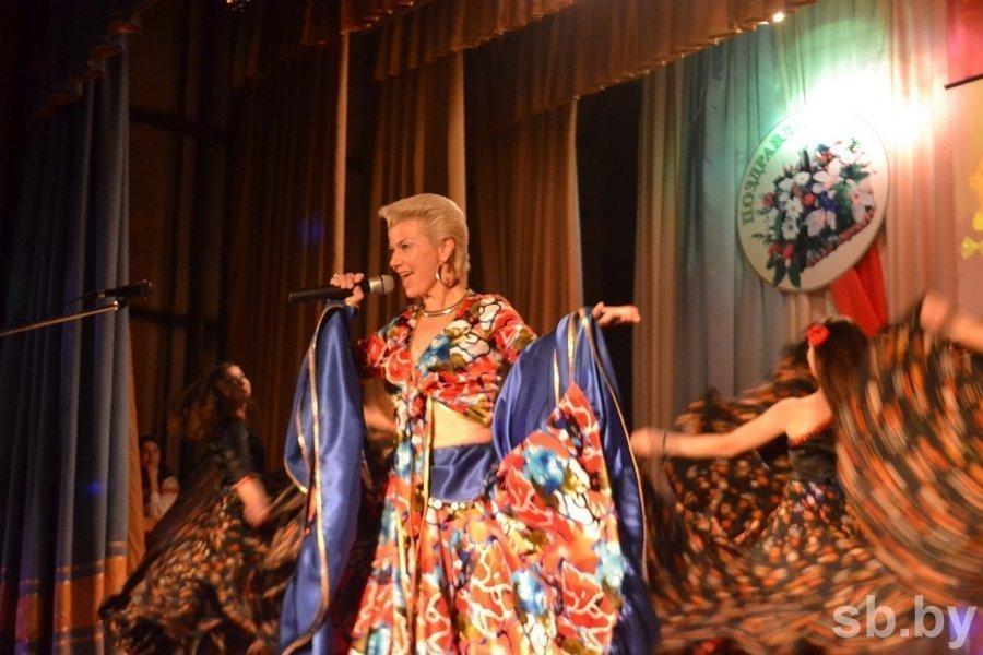 Известный народный ансамбль страны отметил 45-летие