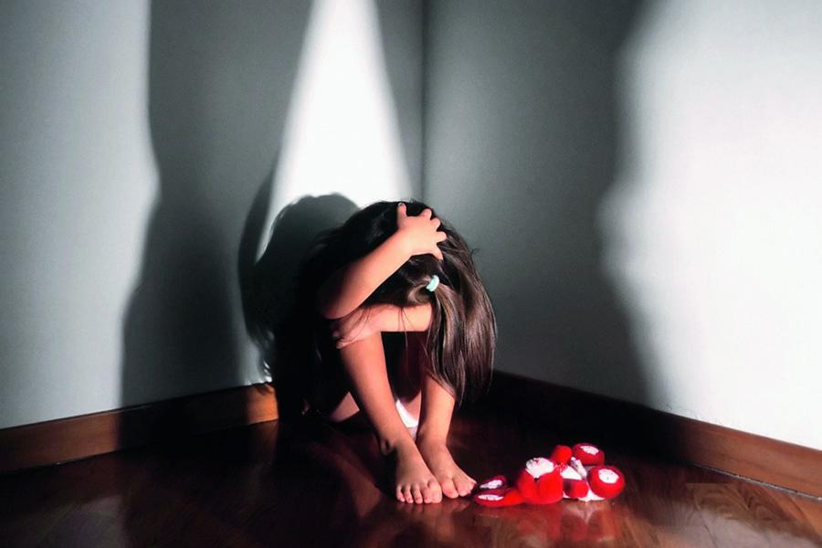 В Британии отец в воспитательных целях изнасиловал дочь-лесбиянку