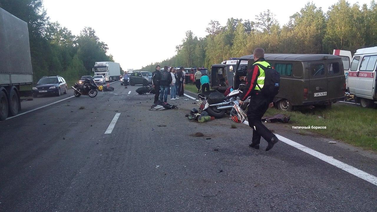 Под Борисовом два УАЗа врезались вколонну байкеров