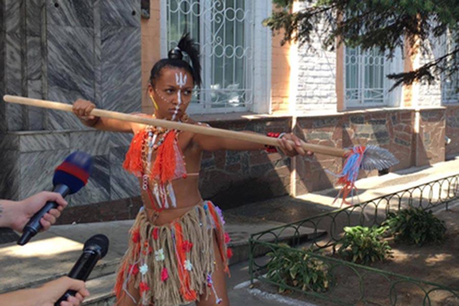 Активистка Femen пришла надопрос скопьем