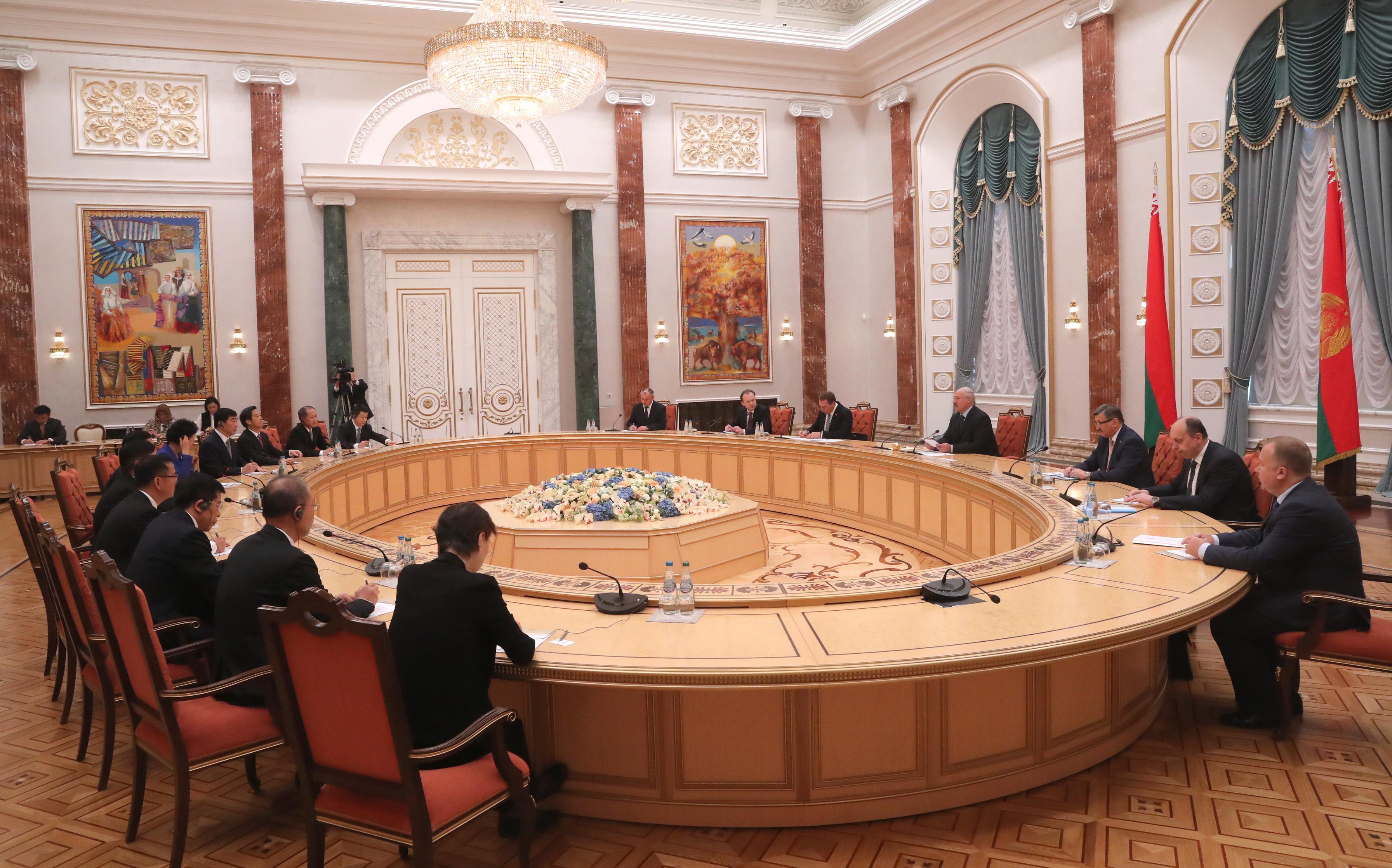Лукашенко неисключил создания в промышленном парке «Великий камень» учреждений китайского ВПК