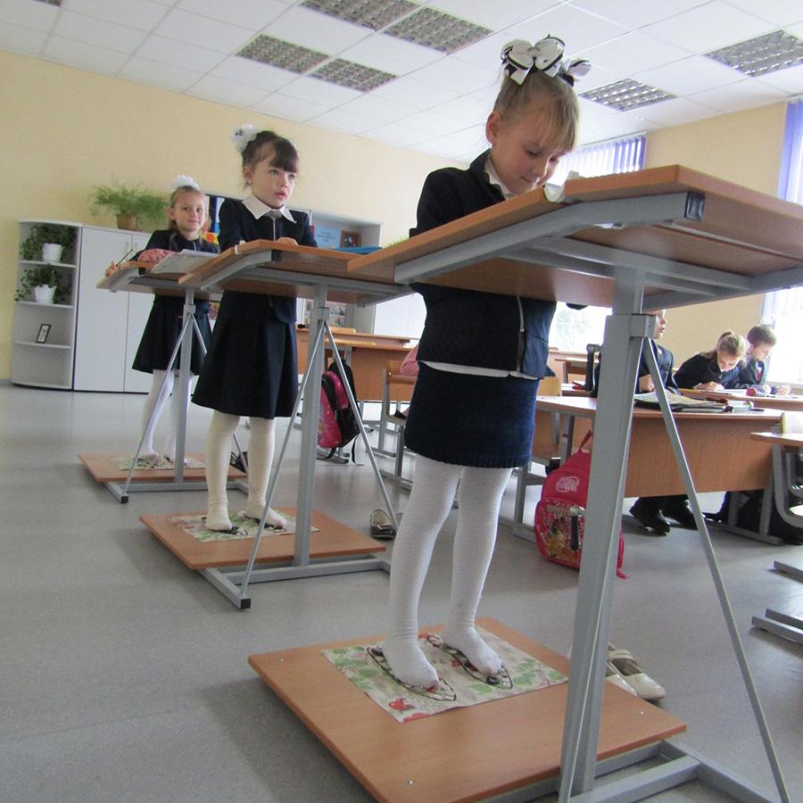 Почему в одной из средних школ Каменецкого района дети часть урока проводят на ногах