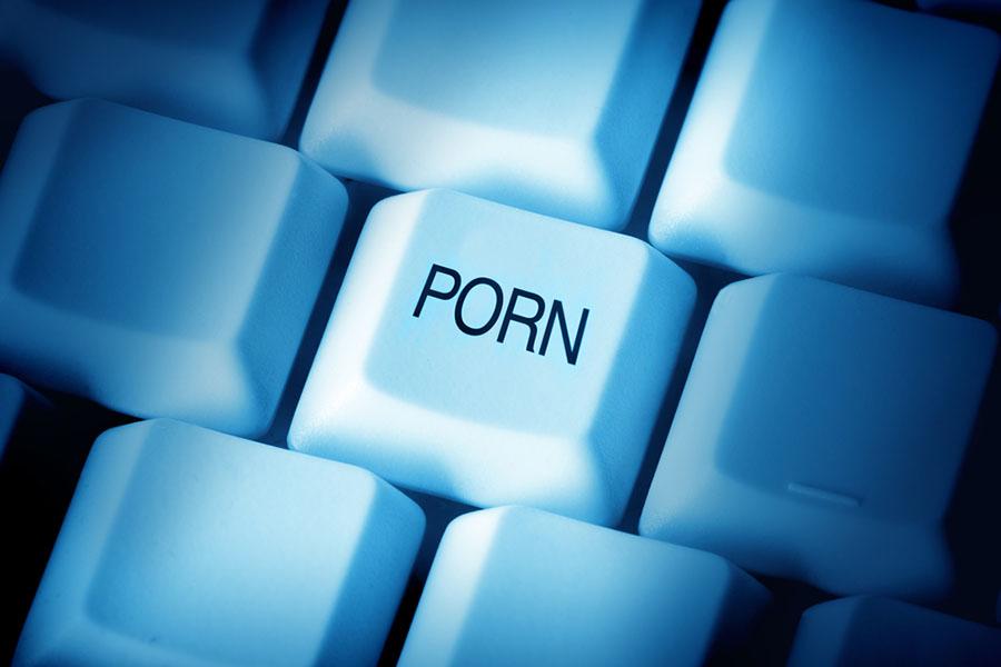 Жопе транни одновременно делает два дела порно анал