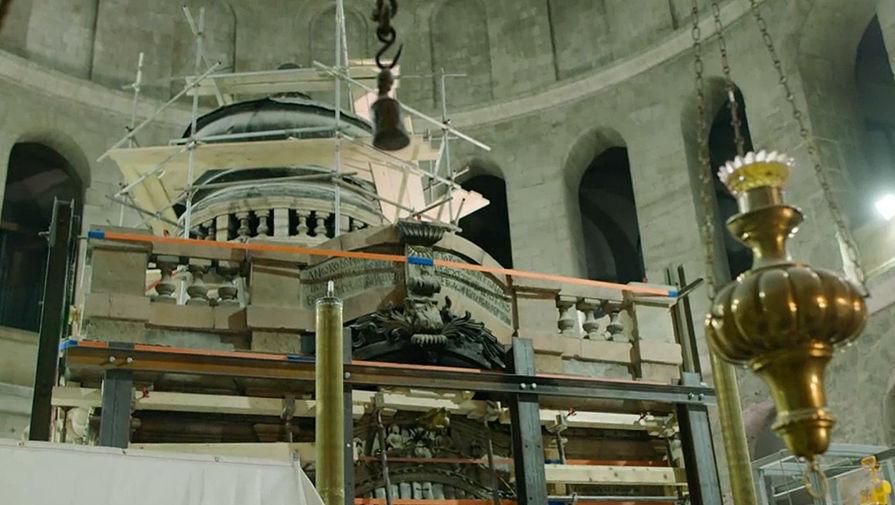 Ресавраторы прорубят окно вплите над гробницей Иисуса Христа