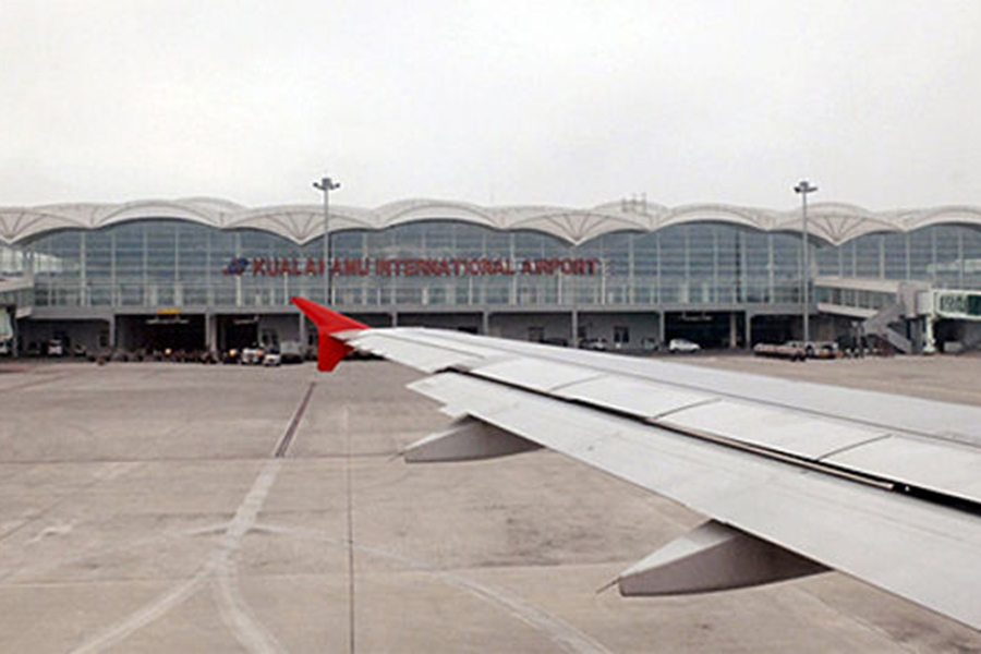 Виндонезийском аэропорту два авиалайнера столкнулись крыльями