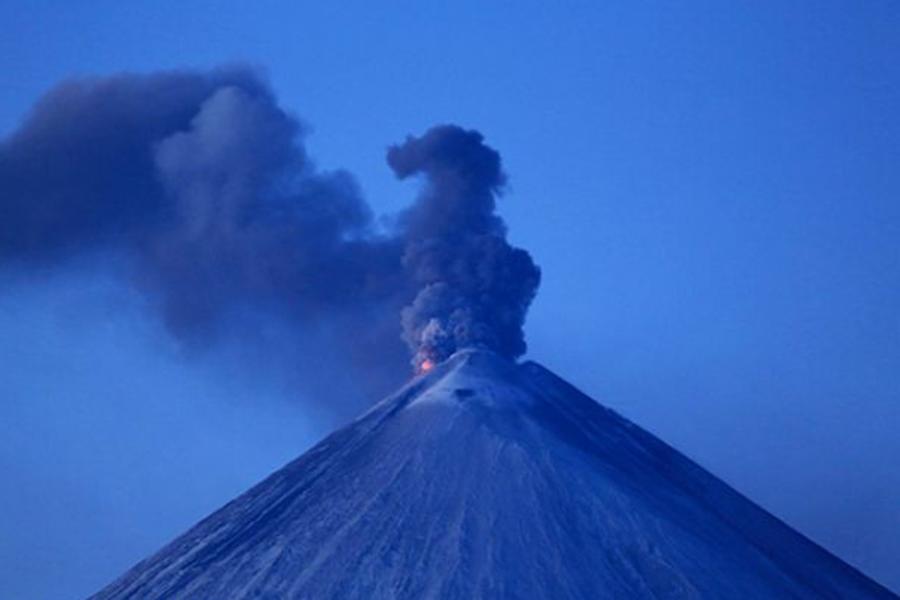 НаКамчатке длина шлейфа пепла отвулкана Камбальный превысила 900км