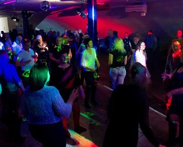 Ночной клуб для людей за 40 динамо москва хоккейный клуб хоккейная школа
