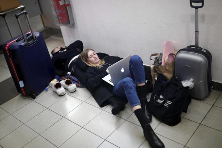 Забастовки в 2-х аэропортах Берлина привели ксбоям рейсов