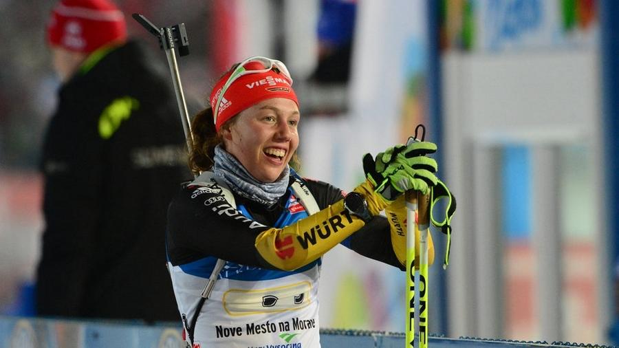 Брезаз выиграла 1-ый масс-старт сезона, белоруска Кривко оставила Дальмайер сбронзой