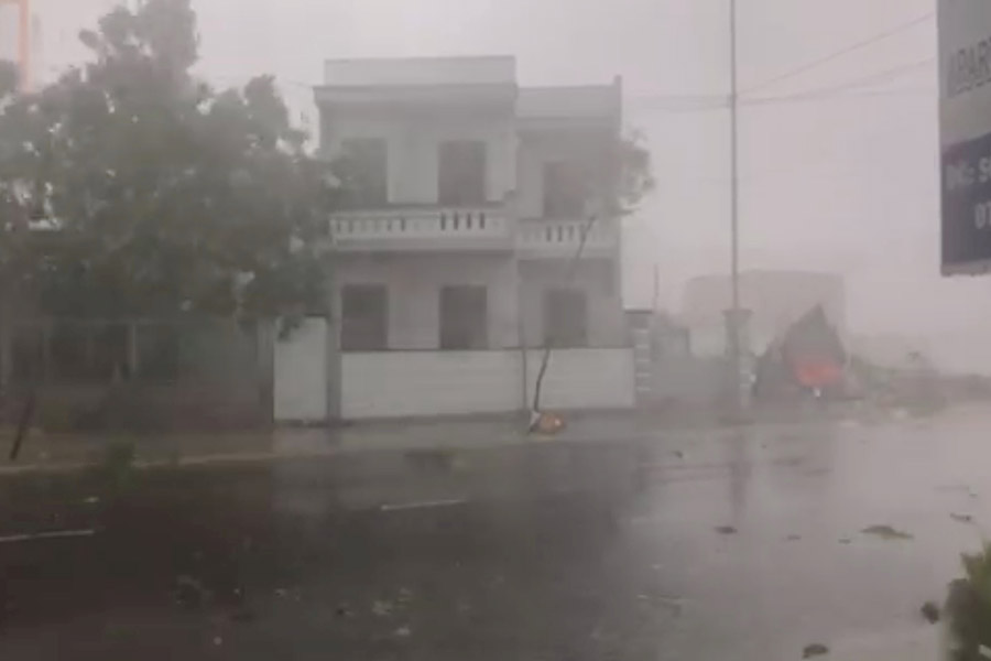 Количество жертв тайфуна Дамри во Вьетнаме увеличилось до 27