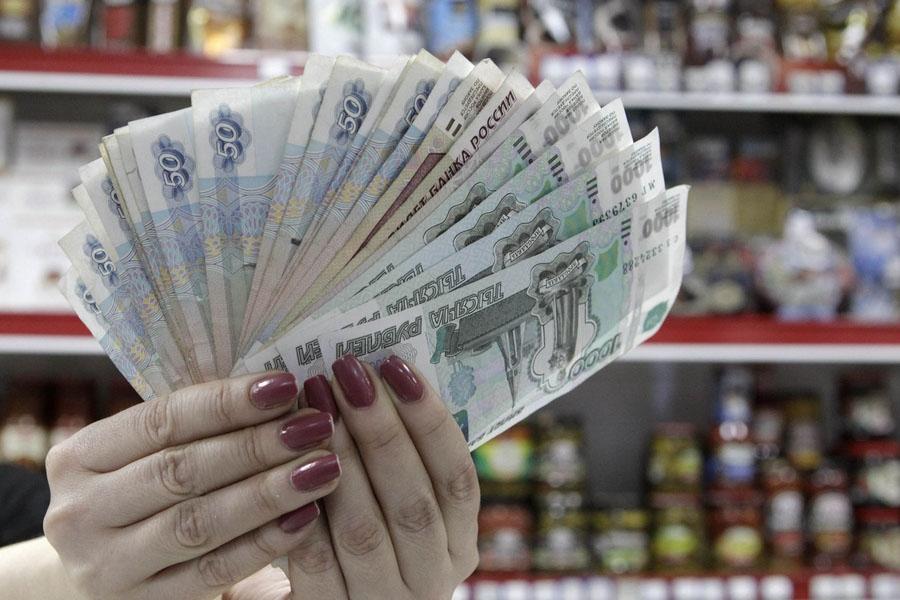 Короткая встреча с длинным рублем. Валютный рынок заполонили фальшивые российские рубли