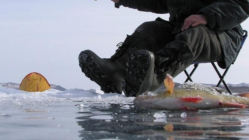 В Витебской области двое рыбаков ушли под лед