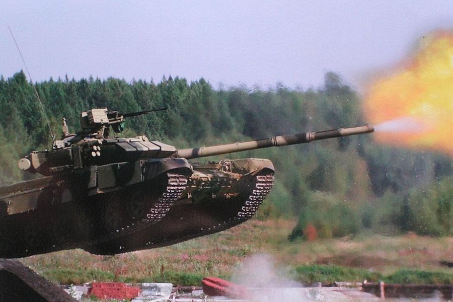 Вфинале танкового биатлона наАрМИ одолела  команда РФ , белорусы— четвертые