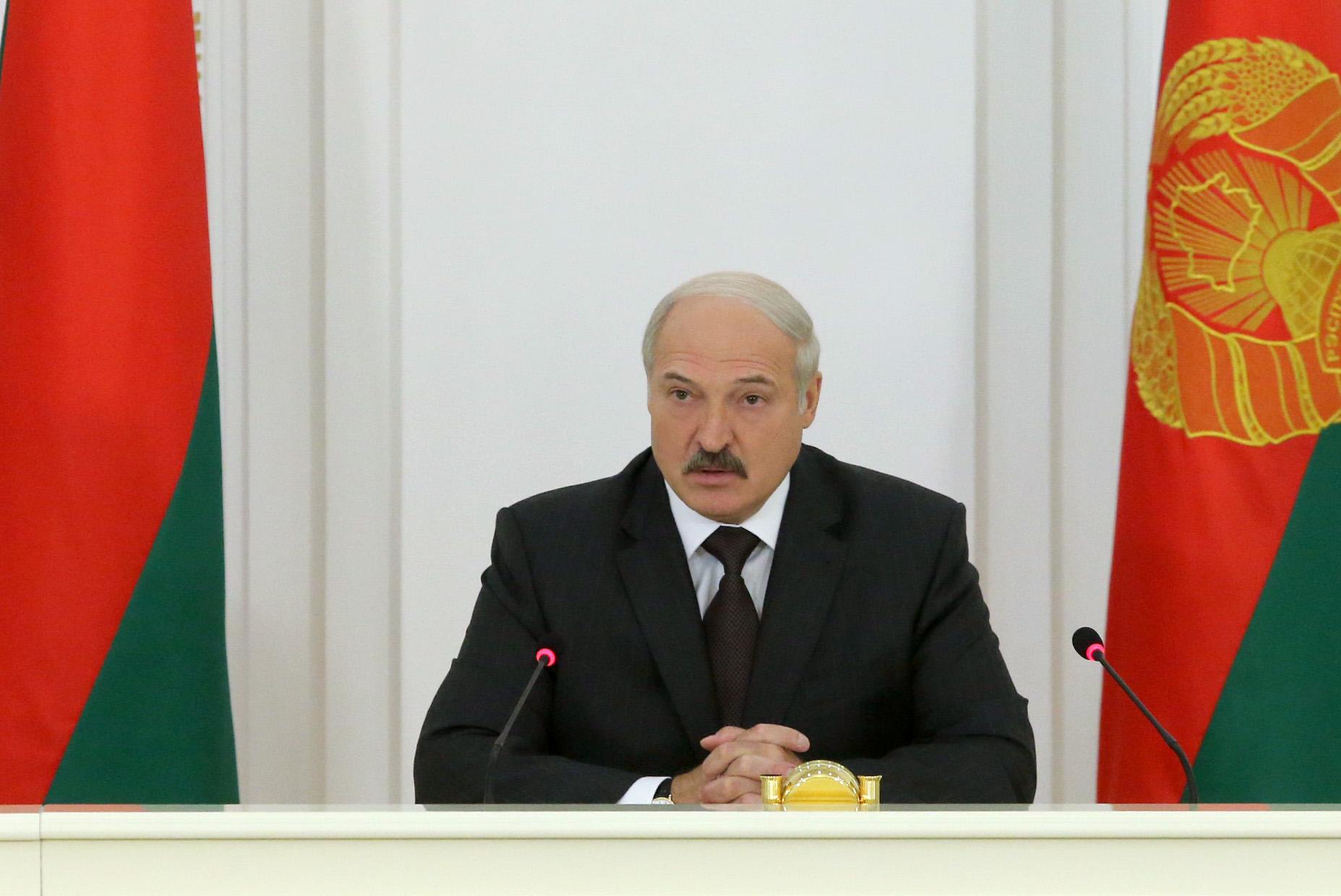 Лукашенко пояснил руководству, как следует договариваться сМВФ