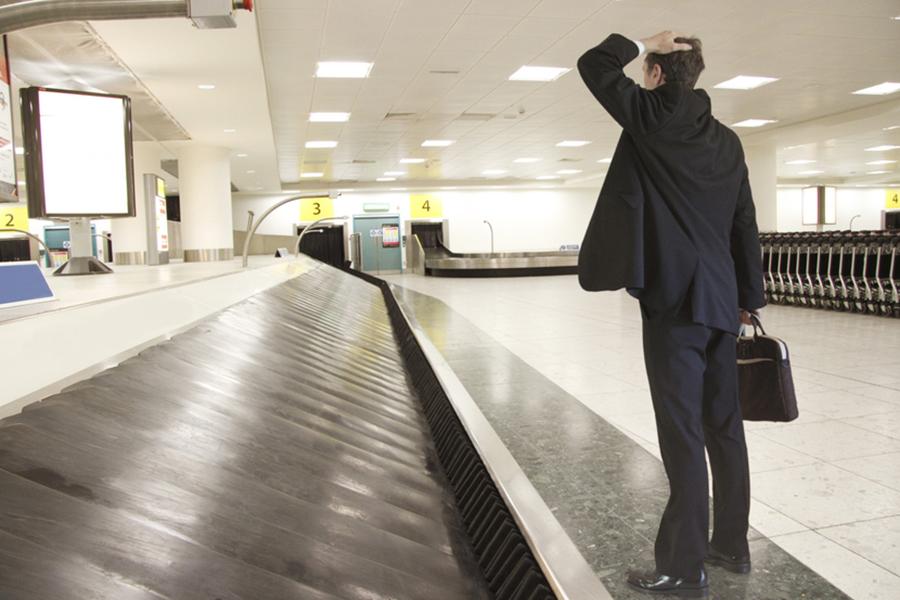 Китайский дипломат потерял ваэропорту Минска сумку, телефон и $4 тыс.