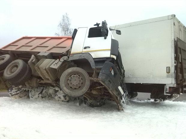 ВЛогойском районе столкнулись два фургона