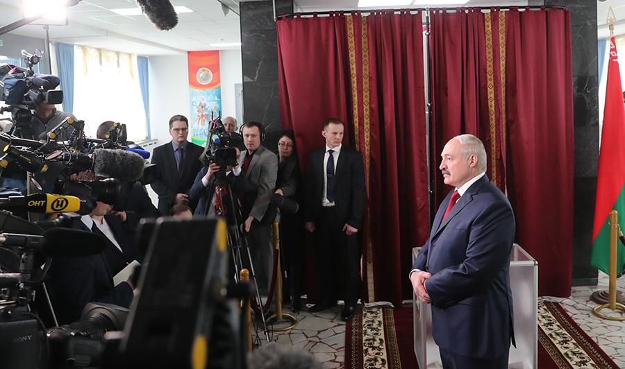 Лукашенко: Беларусь крайне заинтересована вскорейшем разрешении конфликта вУкраинском государстве