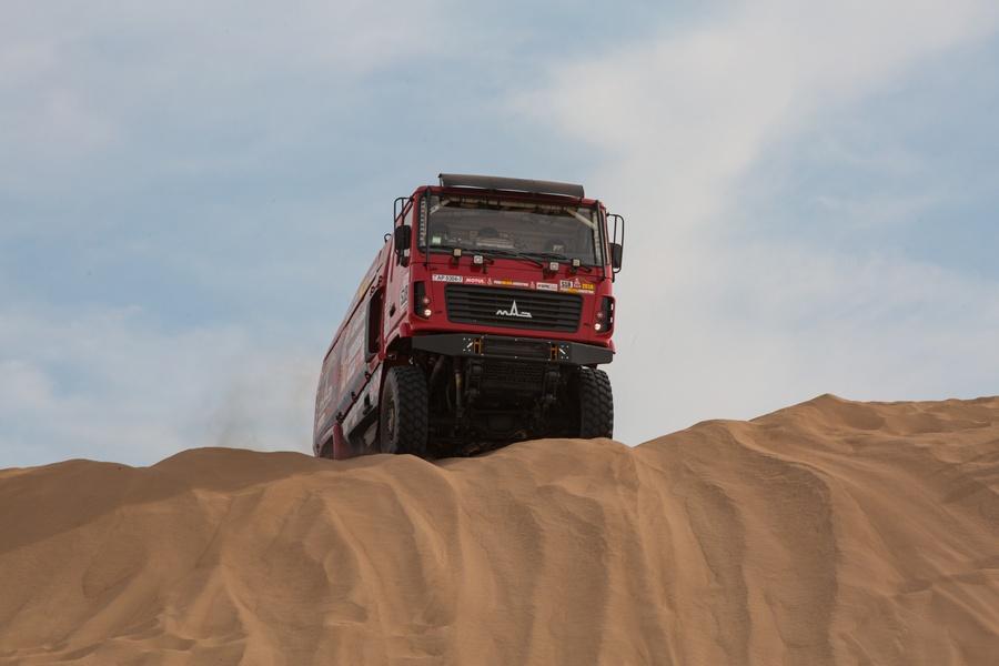 Аргентинец Вильягра стал победителем 6 этапа «Дакара» в зачете грузовиков