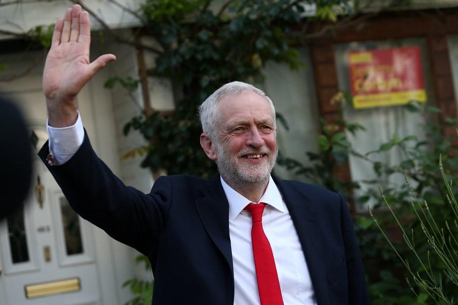 Консерваторы Великобритании  лишились парламентского большинства