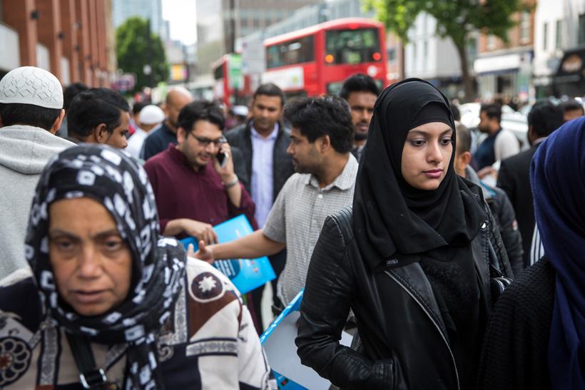 Британца, избившего девочку-мусульманку куском бекона, посадили втюрьму наполгода